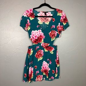 Forever 21 floral backless dress size M